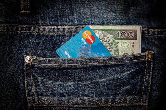 O cartão de crédito ou débito também é uma forma de transferência